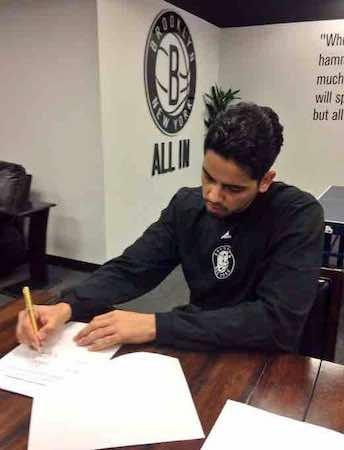 Jorge Gutiérrez comienza a vivir el sueño de jugar en la NBA al firmar un contrato por lo que resta de la temporada. Foto Twitter Brooklyn Nets
