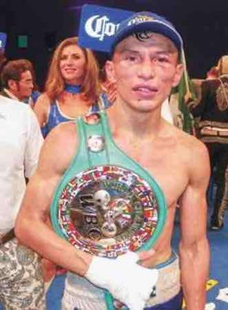 René Alvarado (20-2, 14 nocáuts), originario de Managua, Nicaragua.