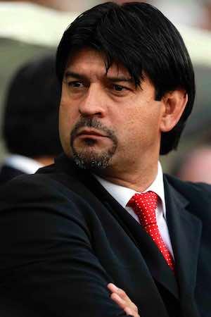 Jose Saturnino Cardozo sale molesto de la conferencia de prensa