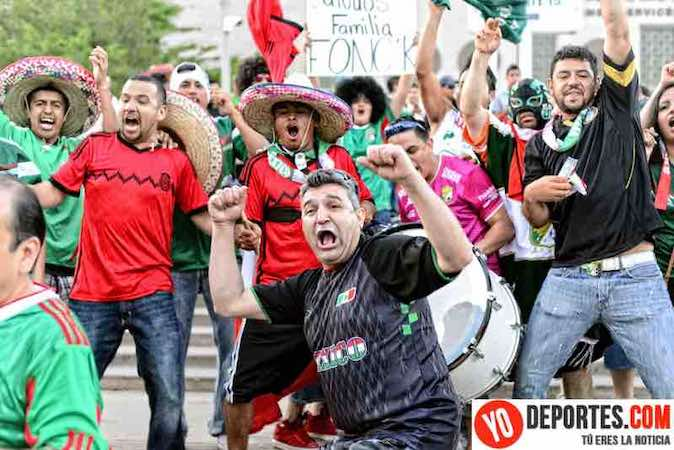 Aficion mexicana en el estadio Soldier Field de Chicago