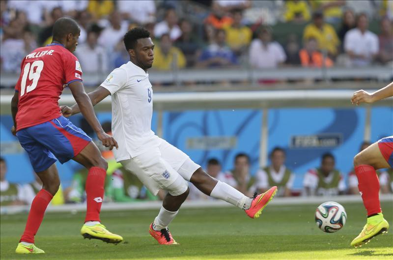 Costa Rica sorprendió y Uruguay se encomendó al hombre de los goles decisivos. EFE