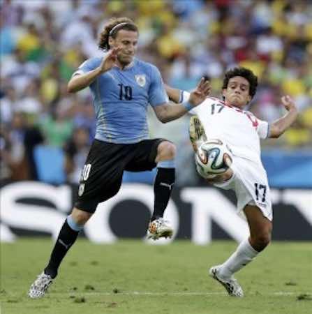 Diego Forlán afirmó hoy que ya había advertido sobre la peligrosidad de Costa Rica. EFE