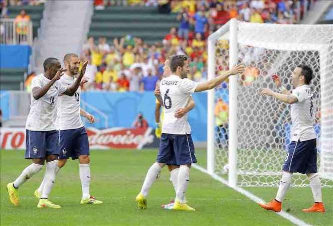 2-0. Francia sufre con Nigeria y el muro de Enyeama pero avanza a los cuartos. EFE
