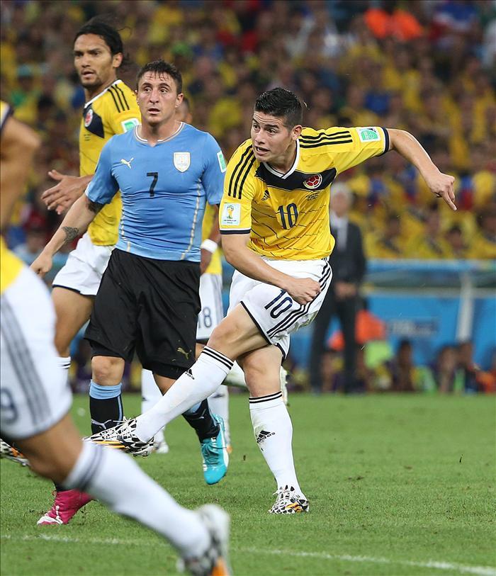 2-0. James funda la nueva historia de Colombia y cita a Brasil en cuartos. EFE