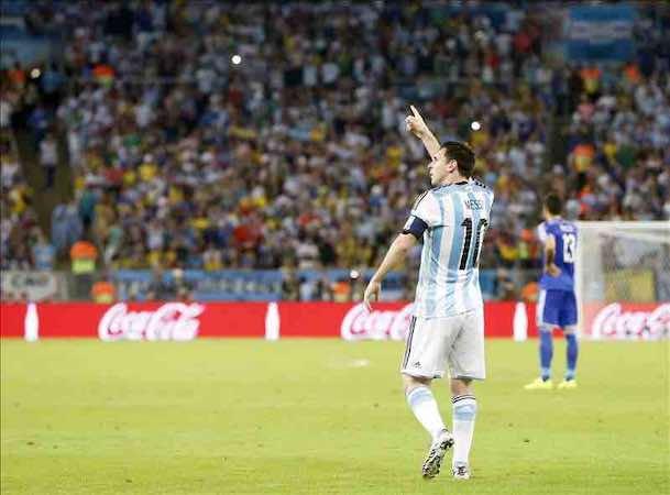 Messi saca su tarjeta de visita el día que 'el Gato' Benzema salió de cacería. EFE