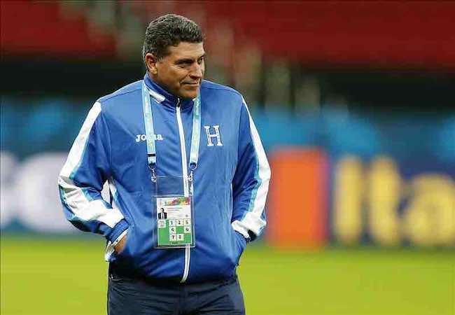 Luis Fernando Suárez, entrenador de Honduras, aseguró hoy en rueda de prensa que su equipo no se caracteriza por la violencia. EFE
