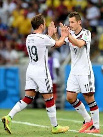 Klose, el 'Panzer teutón', entra en la historia. EFE
