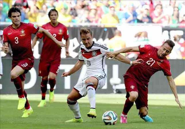 -0. Muller y Pepe arruinan el estreno de Cristiano Ronaldo Portugal jugó en inferioridad numérica desde el minuto 37 por la expulsión, con roja directa, del defensa del Real Madrid Pepe. EFE