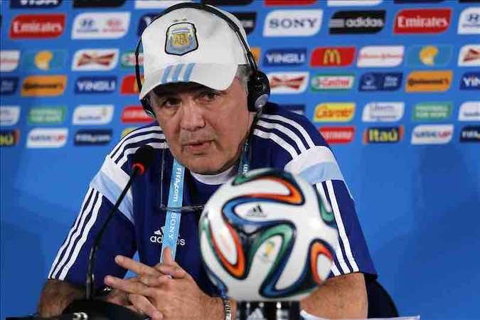 La FIFA multa con 336 mil dólares a Argentina. EFE