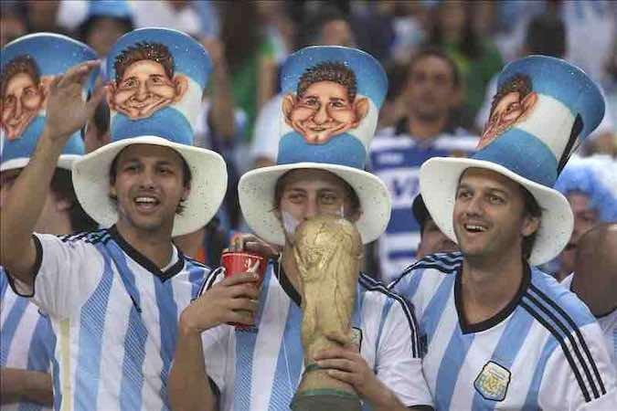 Hinchas argentinos dejarán 100 millones de dólares en Río este fin de semana. EFE