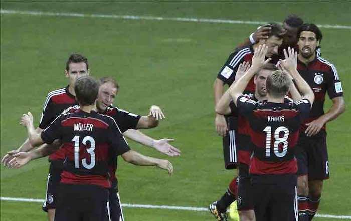Alemania pasa a la final con un 'Mineirazo' al aplastar a Brasil. EFE