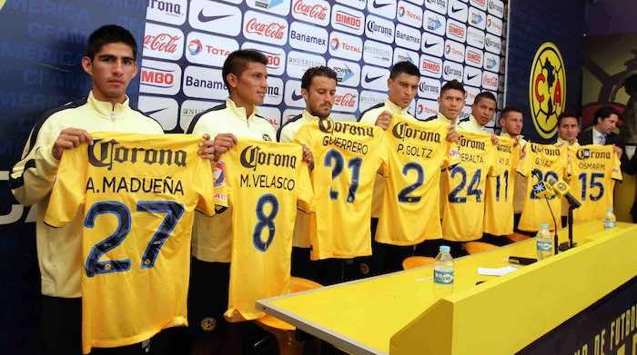 La directiva del club América realizó la presentación de sus refuerzos, encabezados por Oribe Peralta, de cara al Torneo Apertura 2014. Notimex