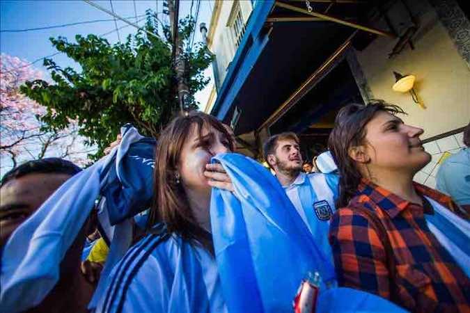 l país se paralizó para ver el encuentro, que se prolongó más de lo previsto y se resolvió con un tanto a favor de Argentina en la prórroga. EFE