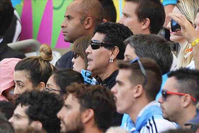 """Maradona siente amargura porque Argentina no arranca y Messi está """"muy solo"""". EFE"""