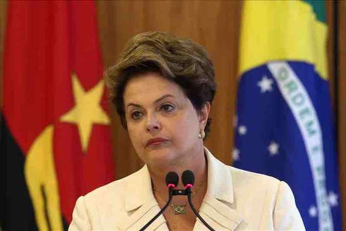 La presidenta brasileña, Dilma Rousseff, dice hacer fuerza por la recuperación de Neymar. EFE