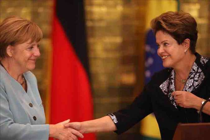 La presidenta brasileña, Dilma Rousseff (d), y la canciller alemana, Angela Merkel (i). EFE/Archivo