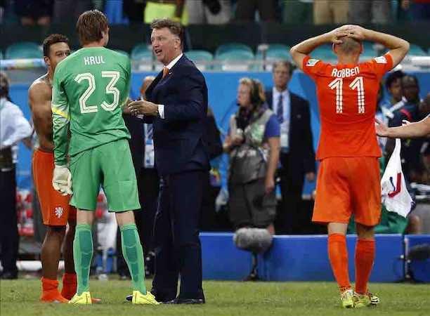 El entrenador de Holanda Louis van Gaal y el portero Tim Krul. EFE