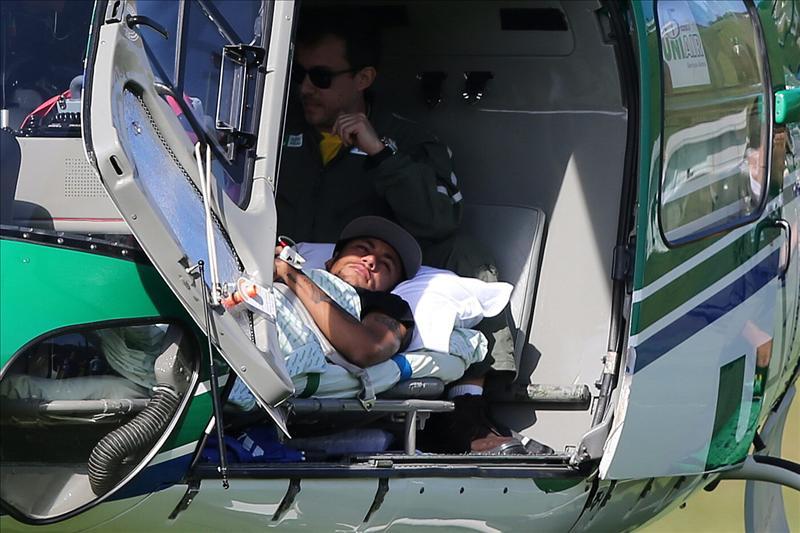 Neymar dejó la concentración en Teresópolis en helicóptero . EFE