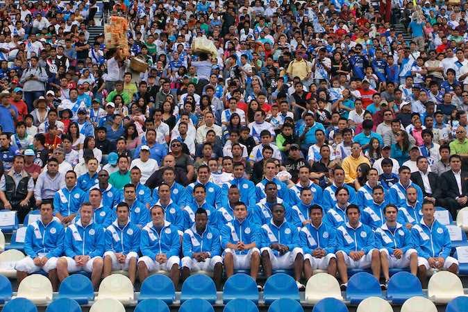 Directiva, cuerpo técnico y jugadores del equipo, Puebla F.C. posaron para la foto oficial del torneo Apertura 2014.