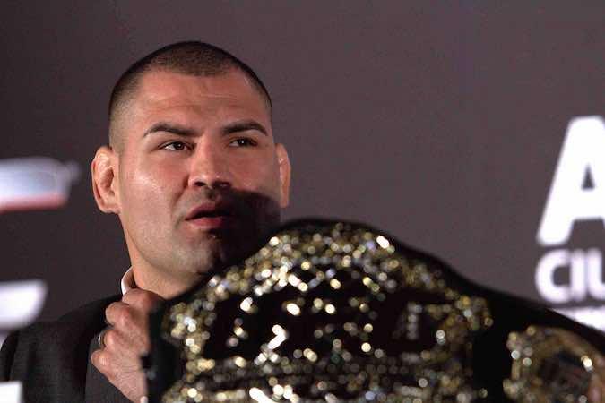 UFC Caín Velásquez y el brasileño Fabricio Werdum el 15 de noviembre en la Arena Ciudad de México