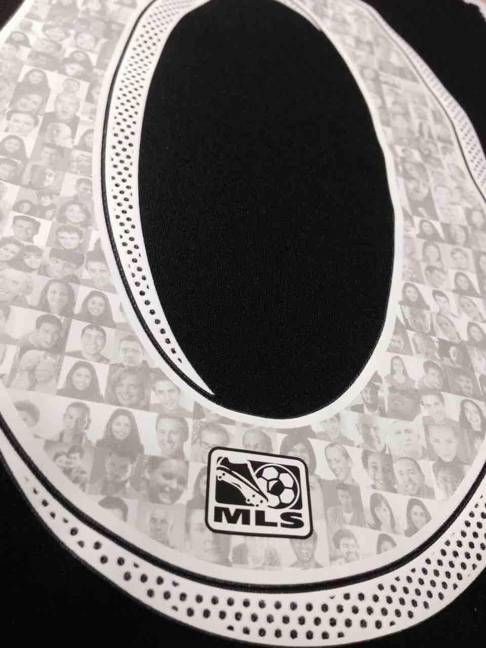 Camisetas de la MLS con rostros de aficionados