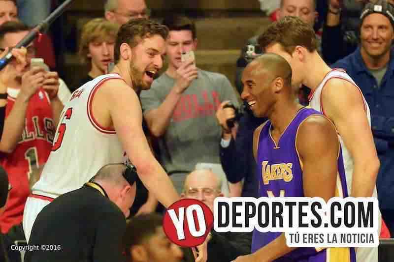 Pau Gasol y Kobe Bryant se dijeron adiós en Chicago.