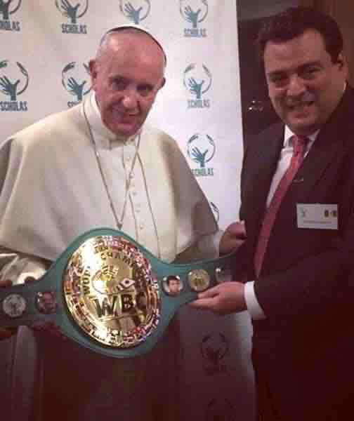 Papa Francisco recibe cinto CMB