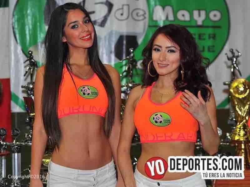 Rebeca y Nadia edecanes de 5 de Mayo Soccer League