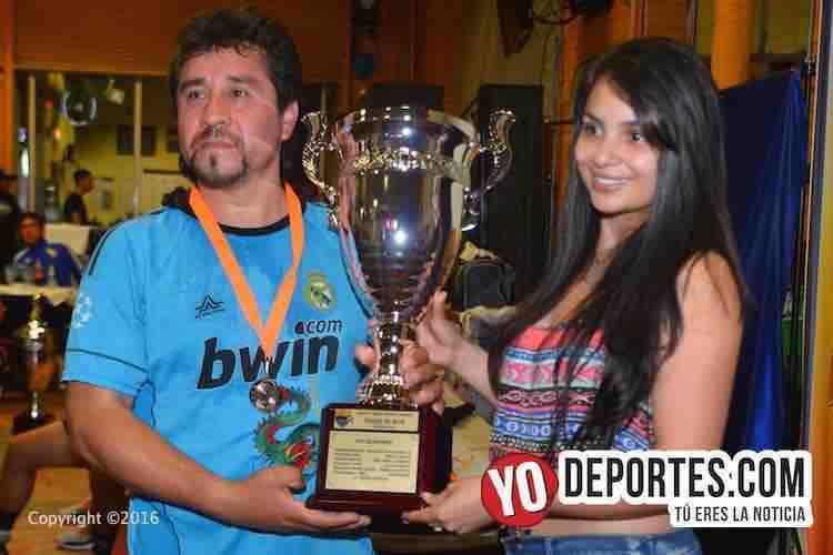 Chitown Futbol premia a los campeones de los viernes