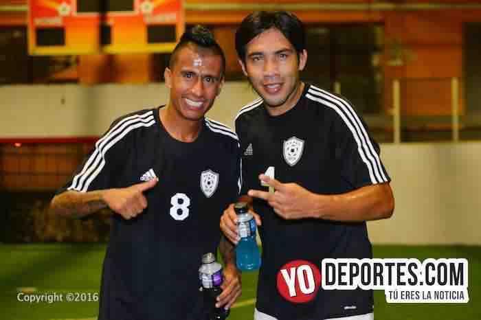 """Mario Pérez y el """"Negro"""" Sandoval están jugando en Chicago"""
