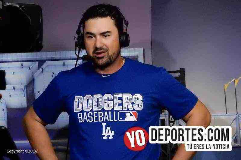 Titánico cuadrangular de Adrián González y empata la serie Cubs Dodgers