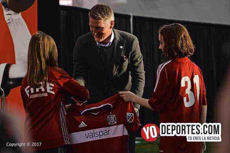 Bastian Schweinsteiger recibe camisa de parte de Chicago Fire Jrs-