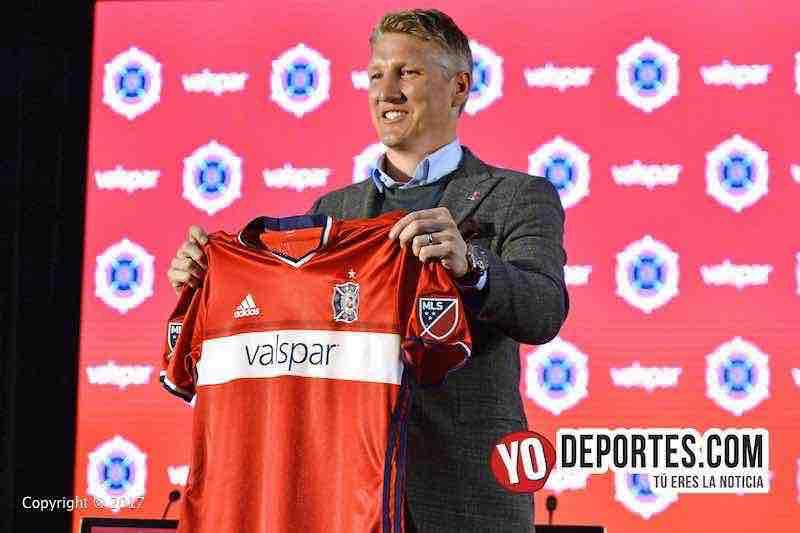 Bastian Schweinsteiger fue presentado con el Chicago Fire.