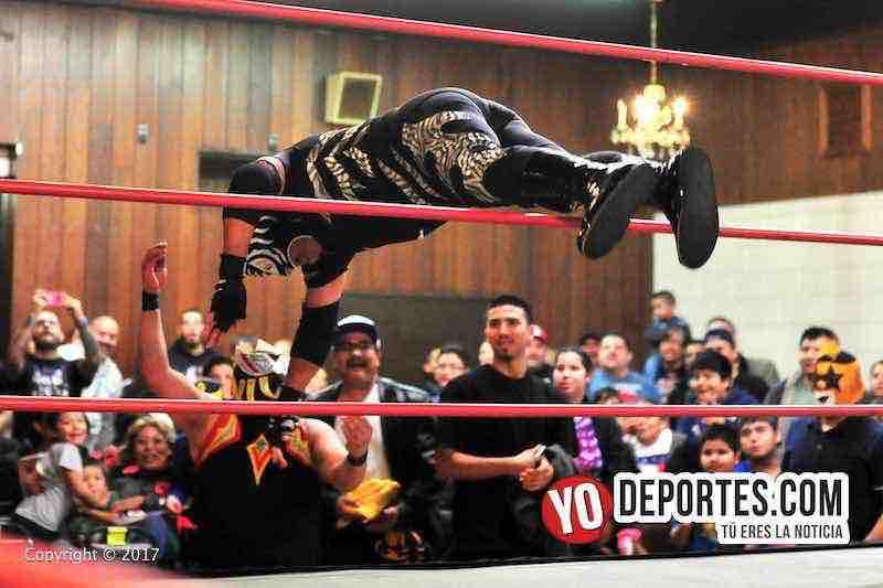 El Pantera vuela sobre las cuerdas lucha libre total