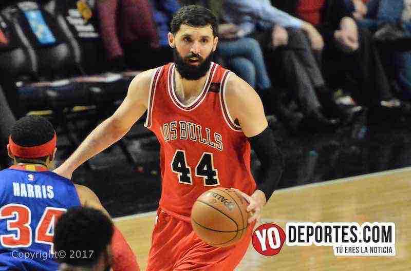 Nikola Mirotic de los Bulls de Chicago contra los Pistones de Detroit en la Noche Latina NBA.