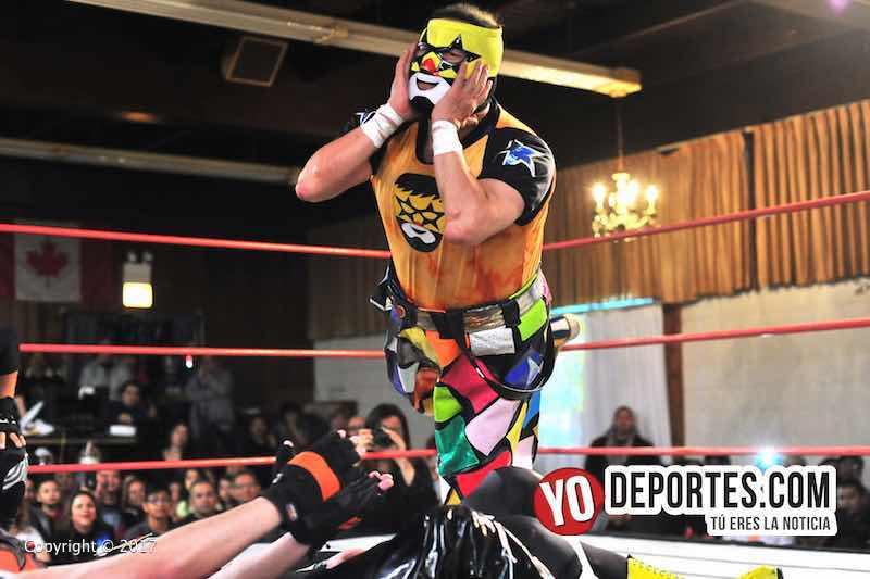 Super Muñeco y sus compañeros los técnicos se llevaron la lucha estrella en Eagles Club en Berwyn, Illinois.