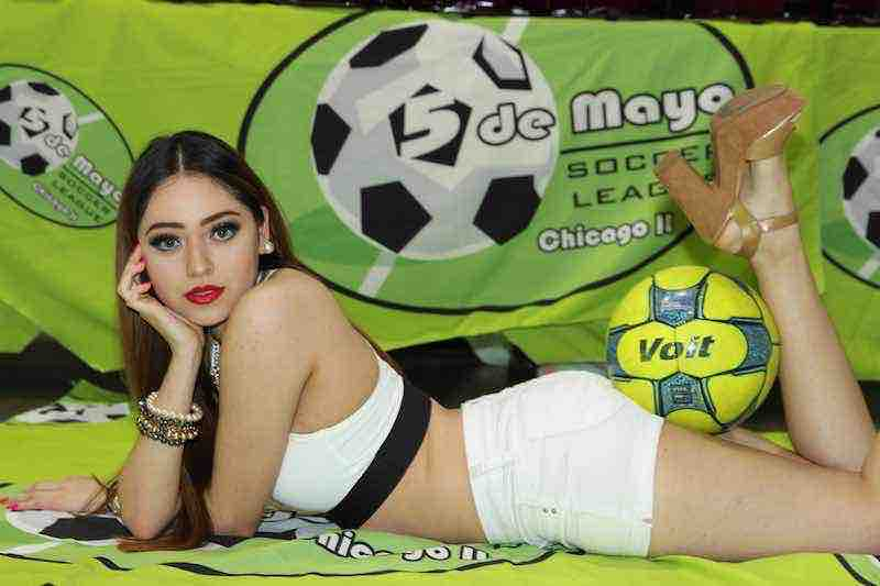 Leslie Cruz modelo de la liga Mayor en 5 de Mayo Soccer League.