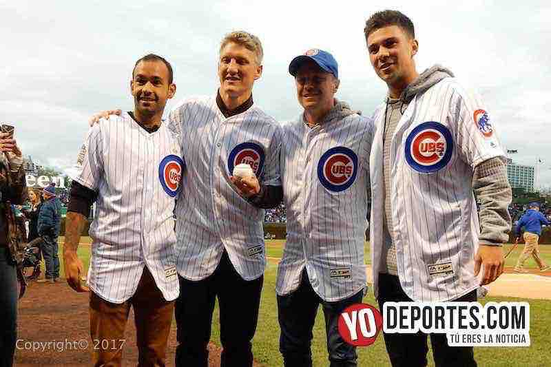 Bastian Schweinsteiger, Juninho, Drew Conner y Dax McCarty en el Wrigley Field