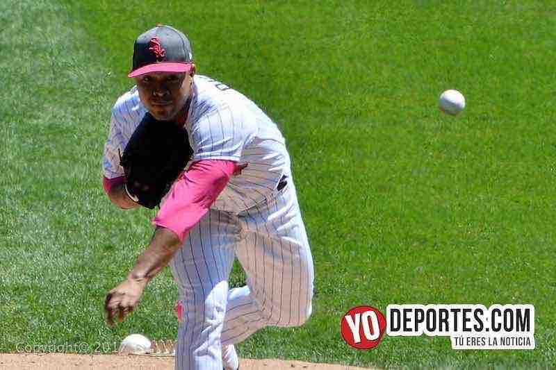 El lanzador colombiano José Quintana de Chicago White Sox lanzando contra Padres de San Diego.