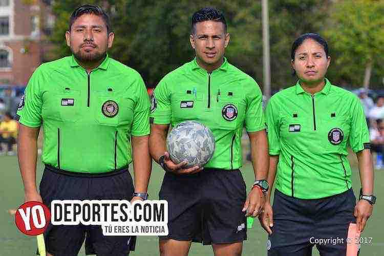 Árbitros de la final Gio Gonzalez, Leo Zuñiga y Rosalba Luna Liga Douglas