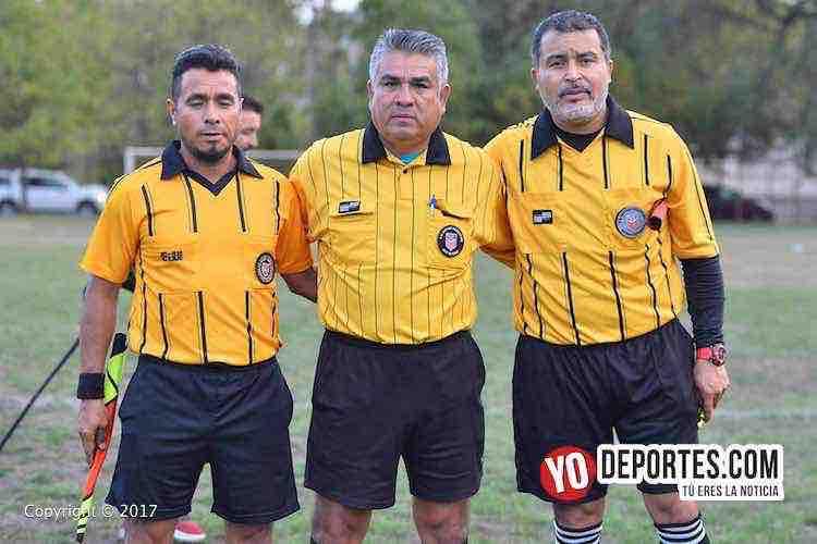 Árbitros de la fina Ramiro Sanchez, Miguel Villaseñor y Juan Ruiz en la Liga Victoria Ejidal