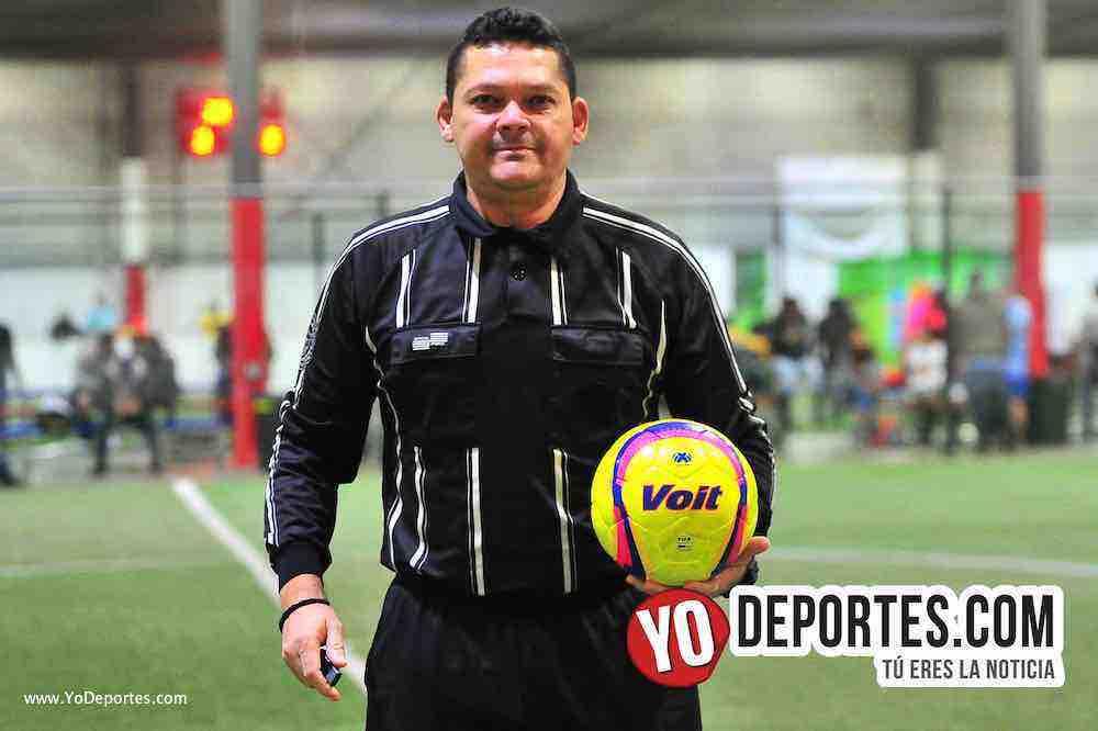 Arbitro Danilo Caballero-Balon Voit Lummo Blaze-Liga 5 de Mayo