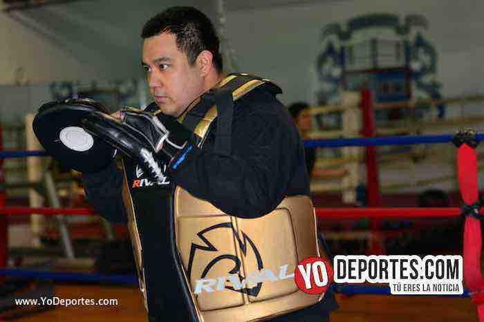 Salomon Reyes entrenador de Oscar Ortiz debut como profesional en boxeo