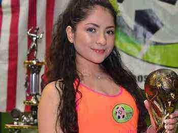 Alexis Martinez premió a los campeones de la Liga 5 de Mayo con trofeos y medallas
