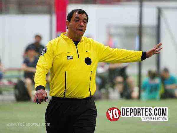 Arbitro Juan Jaramillo-Muchos Nachos-Atletico-AKD Soccer League