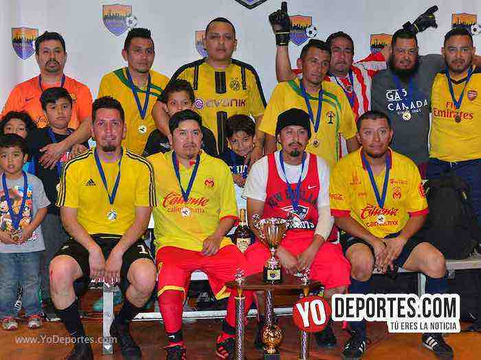 Los Monarcas son campeones veteranos de penales en Chitown Futbol