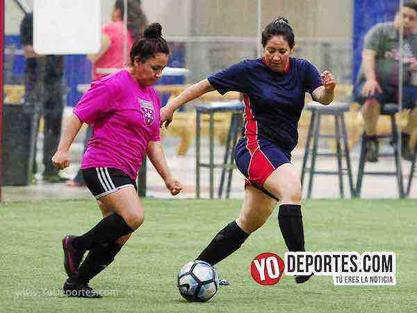 Muchos Nachos-Atletico-AKD Soccer League mujeres futbol chicago