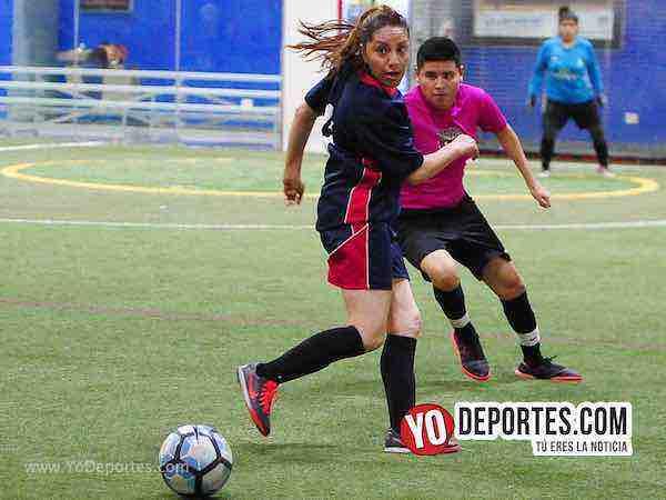 Muchos Nachos-Atletico-AKD Soccer League mujeres futbolistas