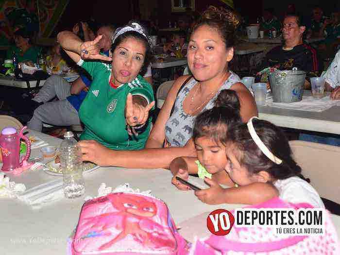 Chitown Futbol de Chicago festeja el pase de Mexico en el Mundial de Rusia