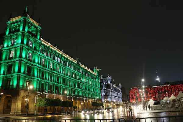 Ciudad de MÈxico ilumina sus monumentos emblem·ticos para celebrar sede 2026